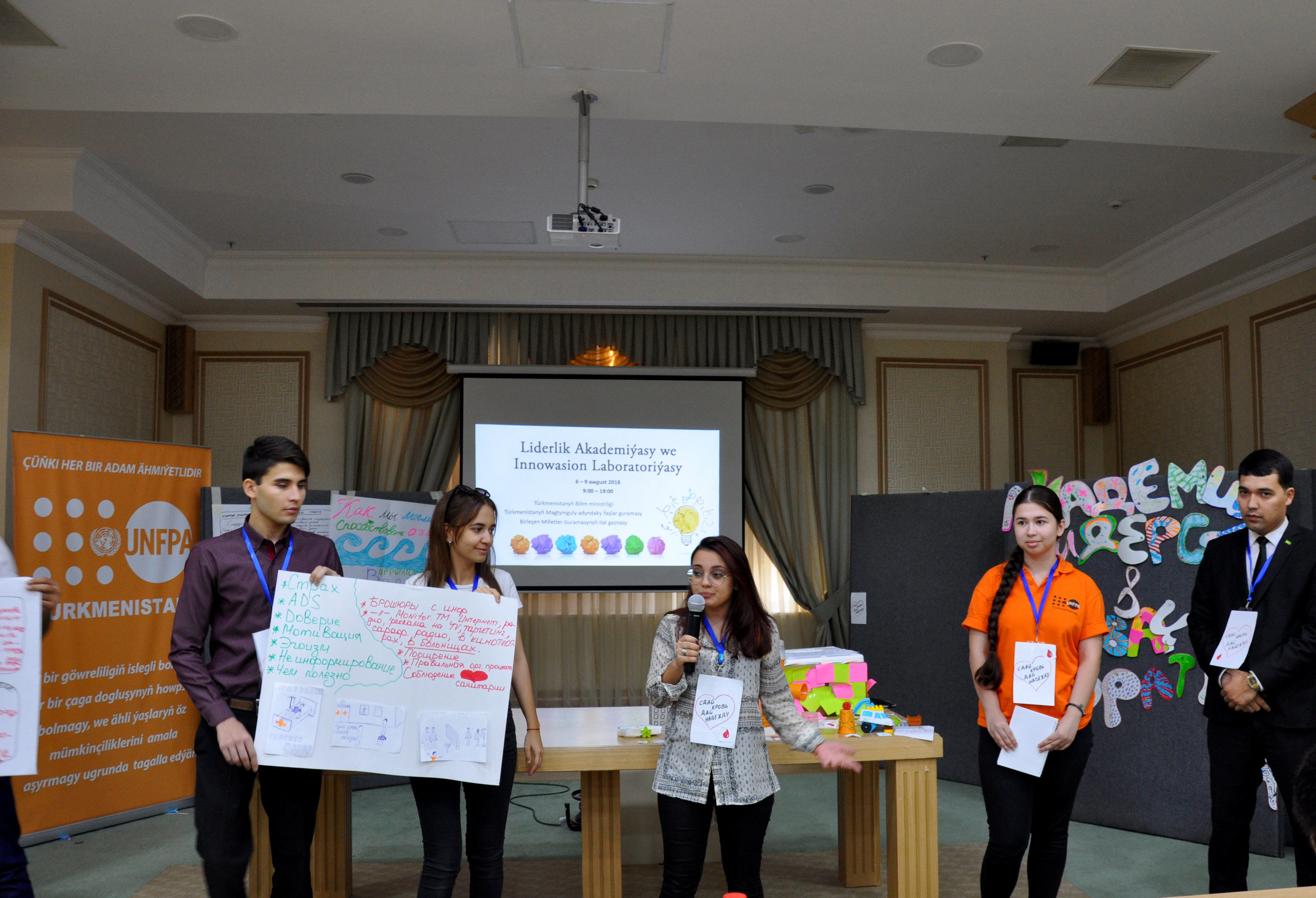 Young people present their project at the event.