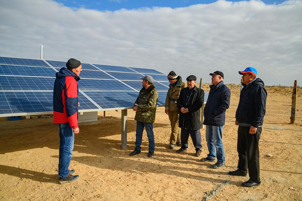Вода, собранная при помощи солнечной энергии, возрождает жизнь в пустыне Туркменистана